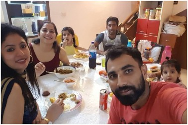 حالیہ دنوں میں ہی اس بات کا انکشاف ہوا تھا کہ حسین جہاں کی یہ دوسری شادی تھی۔ حسین جہاں کے سابق شوہر کا نام سیف الدین ہے اور وہ مغربی بنگال کے بیر بھوم میں اسٹیشنری کی دکان چلاتے ہیں۔