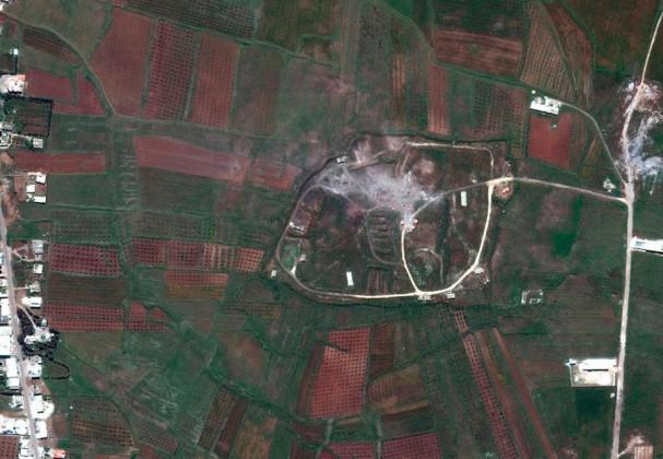 سیٹیلائٹ کے ذریعہ لی گئی یہ تصویر ہم شنشر کیمیکل اسلحہ مرکز کی ہے ۔ امریکہ ، برطانیہ اور فرانس نے ہفتہ کو شام پر اپنی سب سے زیادہ طاقتور میزائلوں سے حملہ کیا۔ ( فوٹو : اے پی)۔