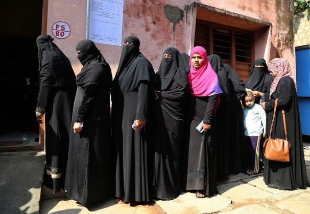 مردم شماری کے مطابق بیدر ، کلبرگی اور بھٹکل جیسے علاقوں کی اسمبلی سیٹوں پر 30-50 فیصد مسلم رائے دہندگان ہیں ۔ وہیں بنگلورو کی 20 سیٹوں پر ان کی تعداد 10-50 فیصد تک ہے۔ (فوٹو : اے پی)۔