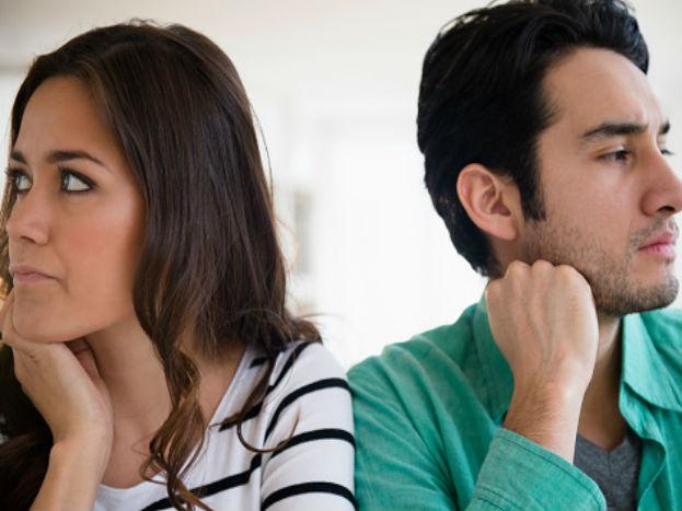ان کے دلوں دماغ میں آپ کو اور آپ کے خاتون /مرد دوست کو لے کر کئی طرح کے سوال چلتے رہتے ہیں ۔ اور شک کرنے لگے ہیں ۔ جب ایسی صرت حال ہو تو کچھ باتوں کا خیال رکھیں۔