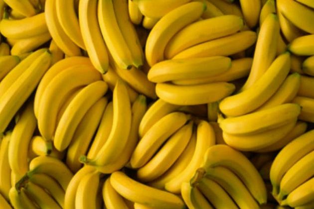 کیلا ۔ایک کیلے میں تقریبا 100، گرام کیلے میں 89 کیلوری ہوتی ہے۔250 گرام دودھ میں 105 کیلوری ہوتی ہے۔دو چمچ چینی میں 32 کیلوری ہوتی ہے۔کل ملاکر ایک گلاس میں تقریبا 250 کیلوری ہوتی ہے۔