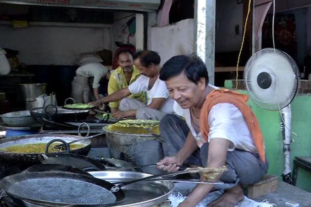 بھوپال میں دستر خوان کو وسیع رکھنے کی راویت تو ہے ہی ، لیکن یہاں کے افطار کے دسترخوان پر جب تک انگور دانہ نہیں ہوتا تب تک بھوپال کا افطار دسترخوان مکمل نہیں ہوتا ہے۔ انگور دانوں کے لئے بھوپال میں کچھ خاص بازار لگائے گئے ہیں۔