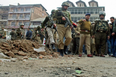جموں۔ سری نگر میں گرینیڈ دھماکے، 2 پولیس اہلکار سمیت 3 افراد زخمی، درجن بھر گاڑیوں کو پہنچا نقصان