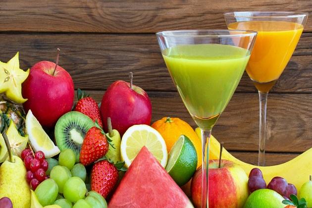 رمضان میں روزے دار سحری میں ہائی کیلوری پھل کا شیک بناکر پئیں تو دن میں انہیں بھوک کا احساس کم ہوگا لیکن دھیان رکھیں ،شوگر اور ہائی بلڈ پریشر کے مریض ان شیک کو نہ پئیں۔جانیں کون سے ہیں ہائی کیلوری پھل اور کیا ہے ان کی نیو ٹرشنل ویلیو۔