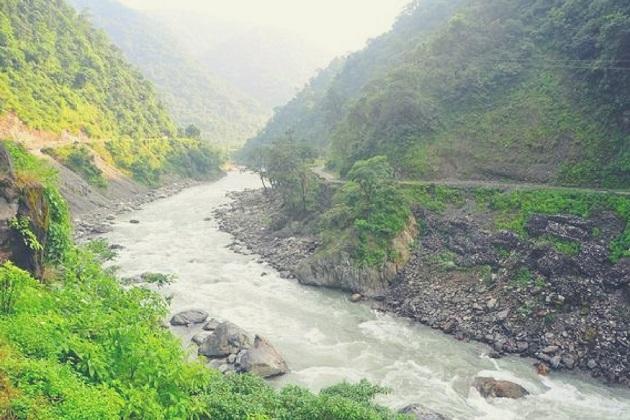 کیاآپ روز کی بور زندگی سے تھک چکے ہیں اور دل کر رہا ہے پہاڑوں کی سیر کرنے کا تو رخ کریں مسوری کو۔دہلی سے صرف 300 کلو میٹر دور پہاڑوں سے گھرا مسوری شہر ایک سپر ہٹ سمر وکیشن ڈیسٹینیشن ہے۔