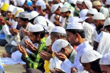 رمضان کے مہینہ میں راحت، لیکن سلگ رہا ہے گروگرام کا نماز تنازعہ