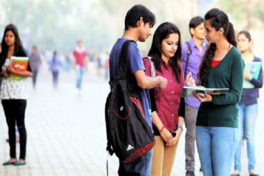 پاکستان یونیورسٹی کا عجیب وغریب فرمان، 6 انچ دوری بناکر رکھیں طلبا وطالبات