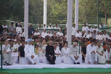 برسی کے موقع پر راجیو گاندھی کو خراج عقیدت پیش کیا گیا