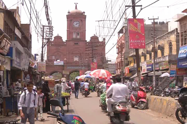 میرٹھ کی تاریخی شاہی جامع مسجد کے علاوہ شہر کی دیگر مساجد میں بھی پانچ وقت کی نماز کے علاوہ کثیر تعداد میں نمازی تراویح پڑھتے ہیں ۔ نمازیوں کی سہولیت کے لئے شہر کی تمام مساجد میں خاص انتظامات کیے جاتے ہیں ۔