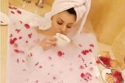 باتھ ٹب میں چائے پی رہی ہیں بالی ووڈ اداکارہ اروشی روتیلا،تصویریں ہوئیں وائرل