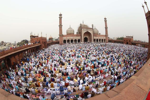 دہلی کی جامع مسجد میں فرزندان توحید نماز ادا کرتےہوئے۔