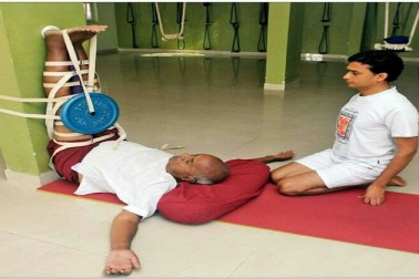 چھیاسی سالہ دیوگوڑا نے کر دکھائی ایسی ورزش کہ ہو جائیں گے نوجوان بھی فیل