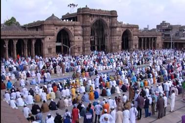 گجرات میں پورے جوش و خروش کے ساتھ منائی گئی عید الفطر