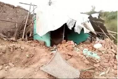 مٹی سے لدا ڈمپر مکان پر پلٹا۔  مسلم کنبہ کے چھ افراد کی موت