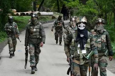جموں وکشمیر: ترال میں سیکورٹی اہلکاروں پردہشت گردانہ حملہ، سی آر پی ایف کے 10 جوان زخمی