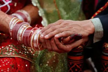 شخص کی اپیل: میری بیوی کو داڑھی ہے، مجھے طلاق چاہئے، عدالت نے کہا، نہیں ملے گا