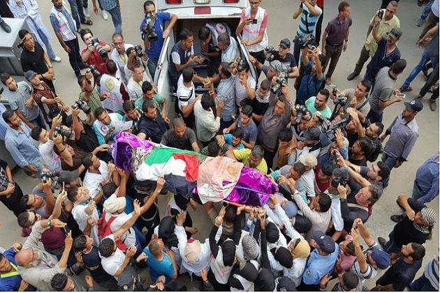 اسرائیلی فوج کی جانب سے جمعہ کے روز پانچ طبی رضاکاروں کو فائرنگ کرکے زخمی کیا۔ ان میں رزان النجار بھی شامل تھیں جو بعد میں زخموں کی تاب نہ لاتے ہوئے دم توڑ گئیں۔