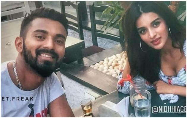کے ایل راہل اور ندھی اگروال کو 29 مئی کو ممبئی کے ایک ریستوراں میں دیکھا گیا تھا ۔ راہل کے فین پیج نے دونوں کی تصاویر کو سوشل میڈیا پر شیئر کیا ۔
