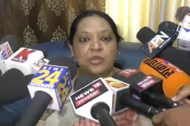 ندیٰ خان سے ملنے پہنچیں اقلیتی کمیشن کی رکن رومانہ نے میڈیا سے کہا قبول کریں اسلام