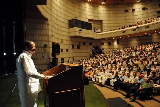 اعلاوہ ازیں لوک سبھا صدر سمترا مہاجن، مرکزی وزیر سشما سواراج، وزیر داخلہ راجناتھ سنگھ اور کھیل کی دنیا سے ببیتا فوگاٹ، گیتا ملک، انجو چوپڑا بھی اس موقع پر موجود رہے۔