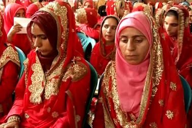 جموںو کشمیر : سری نگر میں اجتماعی شادی کی تقریب کا انعقاد ، 105 جوڑے رشتہ ازدواج میںمنسلک