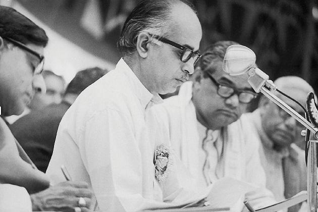 اٹل بہاری واجپئی 9 مرتبہ لوک سبھا کے لئے منتخب کئے گئے ۔سال1962 سے1967 اور 1986 میں راجیہ سبھا کے رکن بھی رہے ۔ 16 مئی 1996 کو اٹل بہاری واجپئی پہلی بار وزیر اعظم بنے لیکن لوک سبھا میں اکثریت ثابت نہ کرپانے کی وجہ سے 31 مئی1996 کو انہیں استعفی دینا پڑا۔