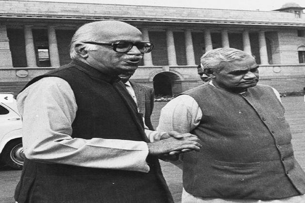 سال 2015 میں سابق وزیر اعظم اٹل بہاری واجپئی کو ان کی رہائش گاہ پر ہی سابق صدر جمہوریہ پرنب مکھرجی نے بھارت رتن کے اعزاز سے نوازا تھا۔