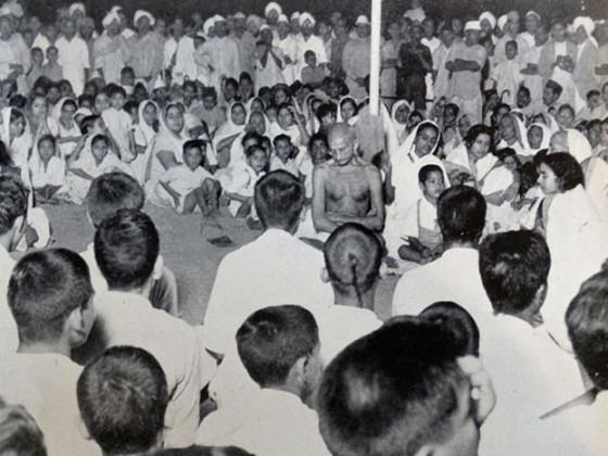 کولکاتہ میں مہاتما گاندھی جی انشن کے دوران ۔