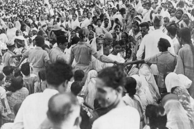 گاندھی جی اگست 1947 میں کلکتہ ( اب کولکاتہ ) میں۔