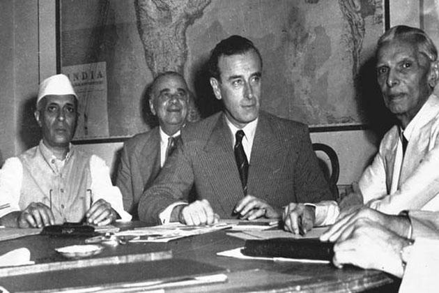ہندوستان کے آخری وائے سرئے لارڈ ماونٹ بیٹن ، پنڈت جواہر لال نہرو اور محمد علی جناح ، جب ہم نے آزادی کی سب سے بڑی قیمت چکائی تھی ۔ لارڈ ماونٹ بیٹن نے ہندوستان کی تقسیم کے دستاویزات پر دستخط کئے تھے ۔