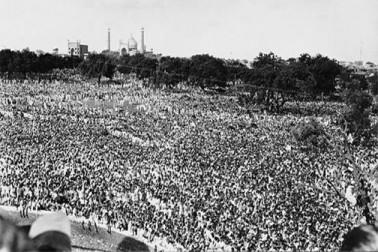 آزادی کا پہلا جشن لال قلعہ پر کچھ اس طرحمنایا گیا تھا ۔