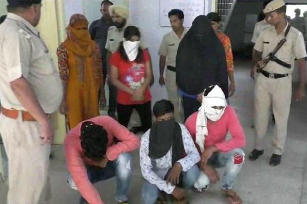 پولیس نے پکڑے گئے تمام ملزموں کے خلاف معاملہ درج کر کے آئند کارروائی شروع کر دی ہے۔بتادیں کہ  پکڑی گئی تین لڑکیاں سرسا سے باہر کی رہنے والی ہیں۔