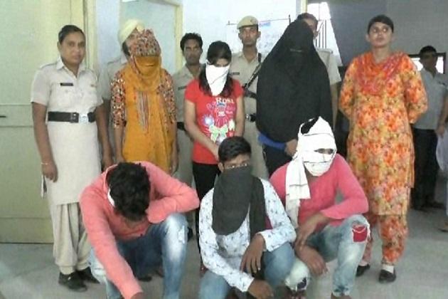 واضح ہو کہ پکڑی گئی تین لڑکیاں بٹھنڈا ، دہلی اور فتح آباد کی رہنے والی ہیں۔ سبھی کو کورٹ  میں پیش کیا جائے گا۔