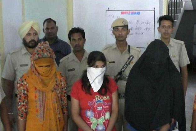 سرسا شہر تھانہ پولیس اور خاتون پولیس نے بیگو روڈ پر بنی سکھ ساگر کالونی میں بنے ایک مکان میں چھاپے ماری کر کے سیکس ریکٹ کا پردہ فاش کیا ہے۔پولیس نے اس معاملے میں 3 لڑکیوں سمیت 6 لوگوں کو گرفتار کیا ہے۔