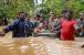 کیرالہ سیلاب متاثرین کی مدد کیلئے آگے آئے بالی ووڈ ستارے ، شاہ رخخان نے دئے 21 لاکھ روپے