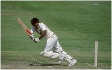 پاکستان کے جاوید میانداد نے بھی 1989 میں یہ مقام حاصل کیا تھا ۔
