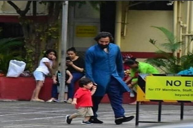 تیمور کی کچھ نئی تصاویر سوشل میدیا پر وائرل ہو رہی ہیں۔ وہ اپنے پاپا کے ساتھ پارک میں گھومنے نکلے ہیں۔ اس واک کے دوران تیمور کافی خوش نظر آ رہے ہیں۔
