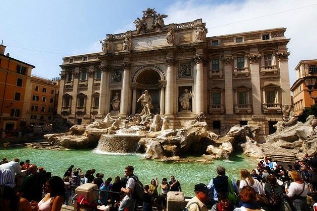 اٹلی کے دارالحکومت روم میں ہر سال لاکھوں سیاح پہنچتے ہیں اور روم کی حیرت انگیز خوبصورتی کو دیکھ کر دوبارہ آنے کی خواہش رکھتے ہیں۔ روم دوبارہ آنے کی خواہش رکھنے والا ہر سیاح ٹریوی فاونٹین میں ایک دو سکے ضرور ڈالتا ہے۔