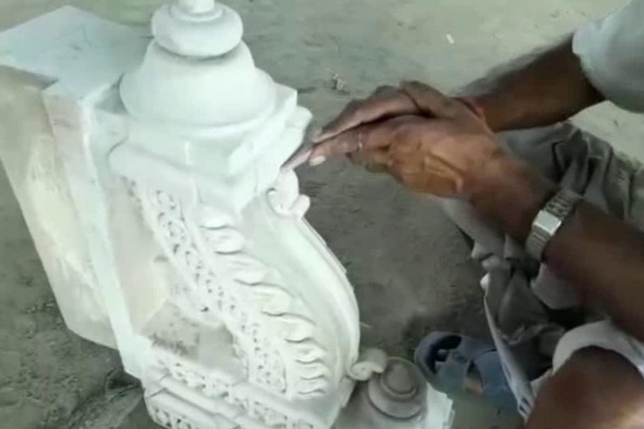 مندر کی تعمیر کے لئے تراشے جا رہے پتھروں کا 65 فیصدی کام پورا ہو چکا ہے۔ یعنی شروعاتی دور میں مندر کے لئے جتنے پتھروں کی ضرورت پڑنی ہے، وہ کام تقریباََ مکمل ہو چکا ہے۔