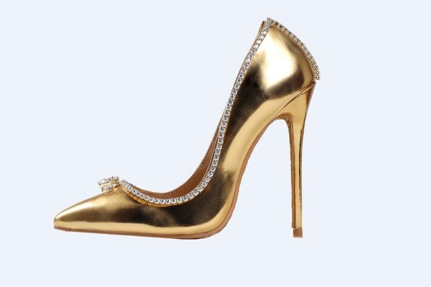 اس جوتی کا نام ہے ' پیشن ڈائمنڈ شو' یہ دنیا کی سب سے مہنگی جوتی ہے، جس کی قیمت جان کر آپ کے ہوش پوری طرح سے اڑ جائیں گے۔