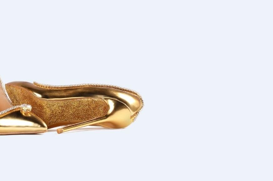 اس جوتی کی قیمت 1.7 کروڑ ڈالر یعنی 1.23 ارب روپیے ہے۔