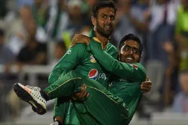 ہندستان سے بری طرح شکست پایا پاکستان ، سوشل میڈیا پر کچھ ایسے اڑا مذاق
