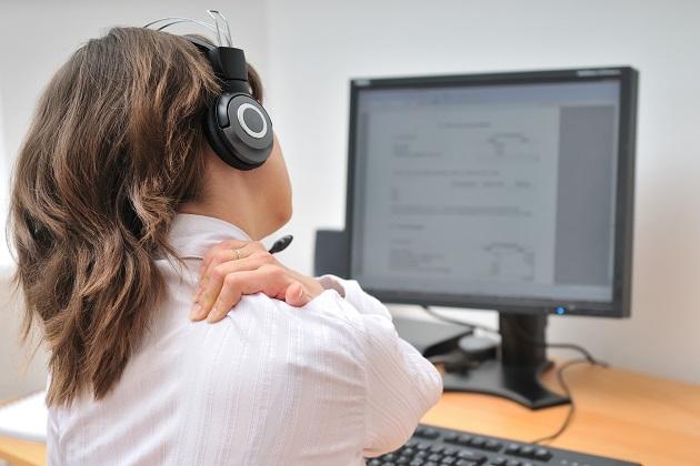 اگر آپ کمپیوٹر یا ٹی وی کے آگے گھنٹوں بیٹھے رہتے ہیں تو یہ آپ کے لئے بھی ایک خطرہ کی گھنٹی ہو سکی ہے۔ زیادہ وقت تک بیٹھے رہنے سے ہو سکتے ہیں 6 بڑے نقصانات۔
