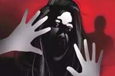شرمناک : نابالغ بیٹی کا ریپ کے الزام میں والد گرفتار