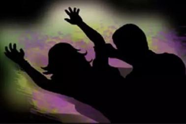 نشیلی دوا کھلا کرنابالغ لڑکی کی اسپتال میں کی اجتماعی عصمت دری ، ملزم گرفتار