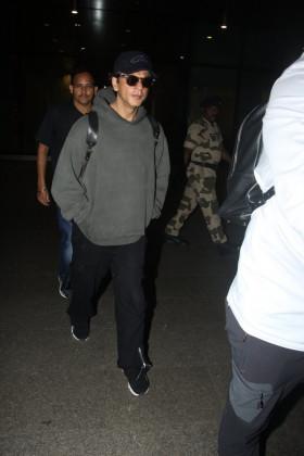 """شاہ رخ خان ان دنوں اپنی فلم """" زیرو"""" میں کافی مصروف ہیں ۔  آپ کو بتادیں کہ شاہ رخ کی یہ فلم دسمبر کے آخر میں رلیز ہوگی۔"""