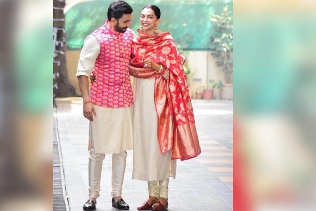 دیپیکا پاڈوکون اور رنویر سنگھ کی شادی کے بعد وطن واپسی۔ ممبئی ایئرپورٹ پر ہوا زوردار خیرمقدم