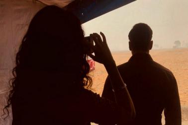 فلم کے سیٹ سے سامنے آئی ایسی تصویر، سلمان خان کی فوٹو کھینچتی نظر آئیں کٹرینہ کیف