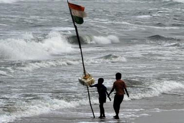 انڈین کوسٹ گارڈ کا گاجا طوفان کےسلسلے میں بڑے پیمانے پر اقدامات