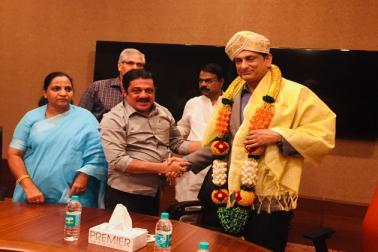 کرناٹک : مرکزی حج کمیٹی کے چیئرمین کی وزیر حج ضمیر احمد خان سے ملاقات ، حج انتظامات کو مزید بہتر بنانے پر تبادلہ خیال